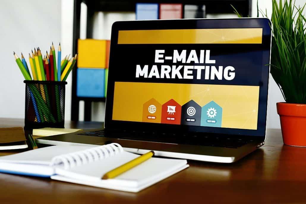 email marketing, laptop, desk-5937010.jpg